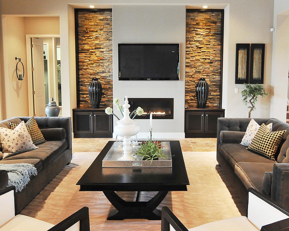 Дизайн интерьера гостиной с камином и телевизором